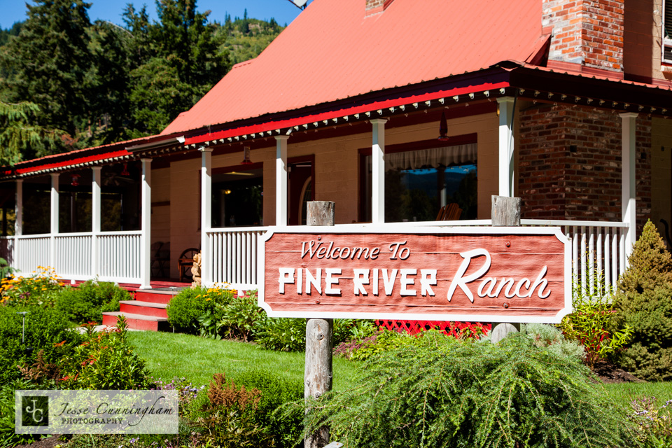 Pine-River-Ranch-Leavenworth-wedding-001